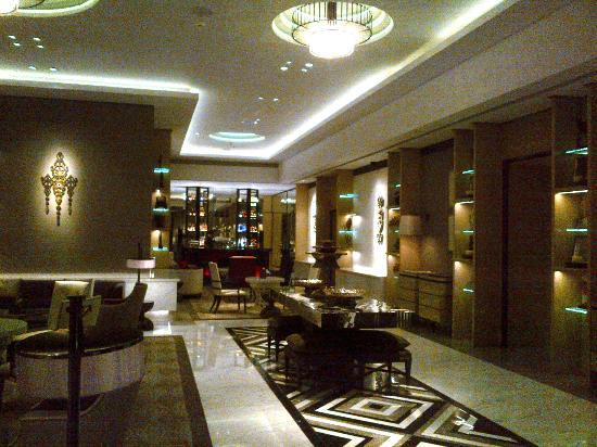 Keraton at The Plaza, a Luxury Collection Hotel: Lobby lounge