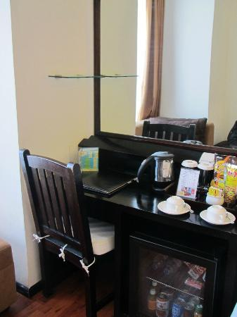 Best Western Resort Kuta: The room and the dressing table