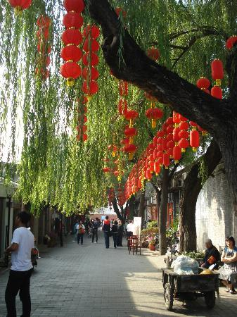 Courtyard 7: Decorated streets