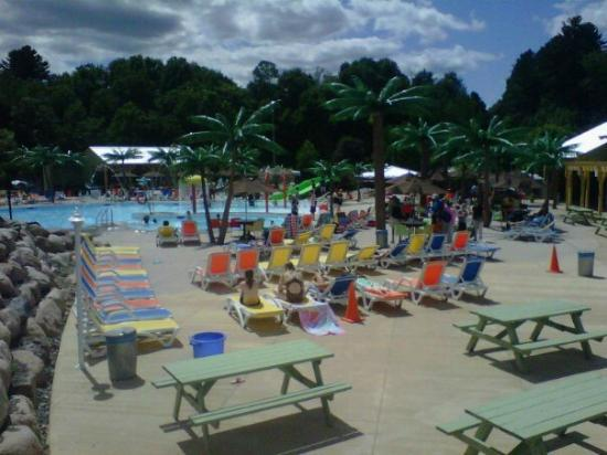 Hartt Island RV Resort & Waterpark: Colorful chairs