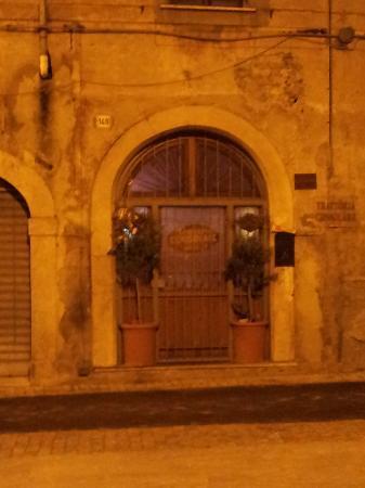 Trattoria Consolare: Vista dalla Piazza della Catena
