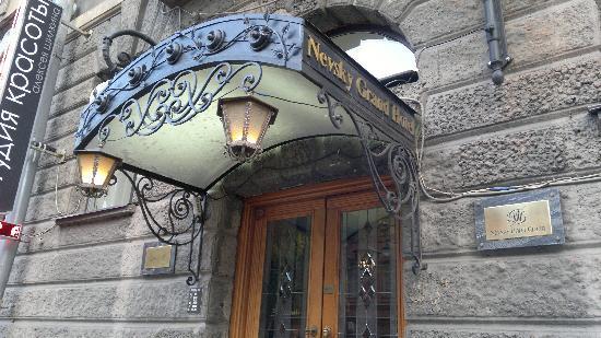 Nevsky Hotel Grand: Front