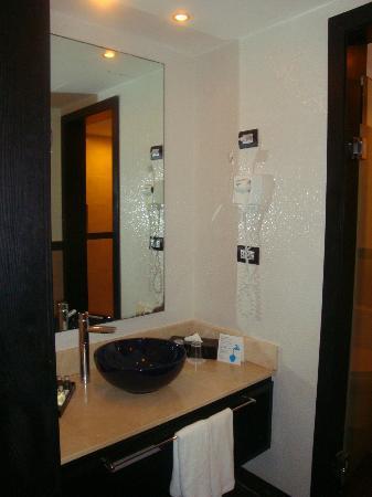 Ocean Maya Royale: bathroom