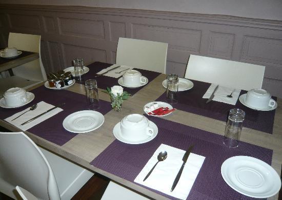 Brit Hotel Le Surcouf : Salle petit dejeuner