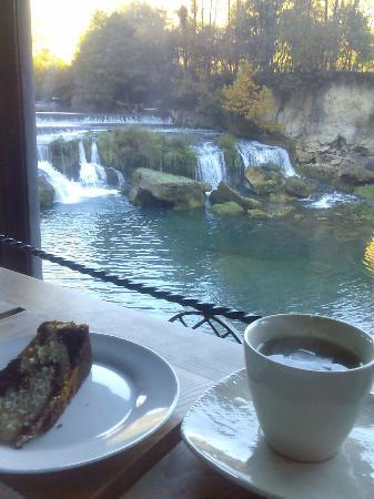 Hotel Kostelski Buk: View from the restaurant over a cup of tea and a cake