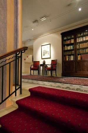 Victoria Hotel: stairs