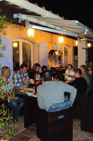 Villa-Bellebo : Avondje fondue met de gasten .
