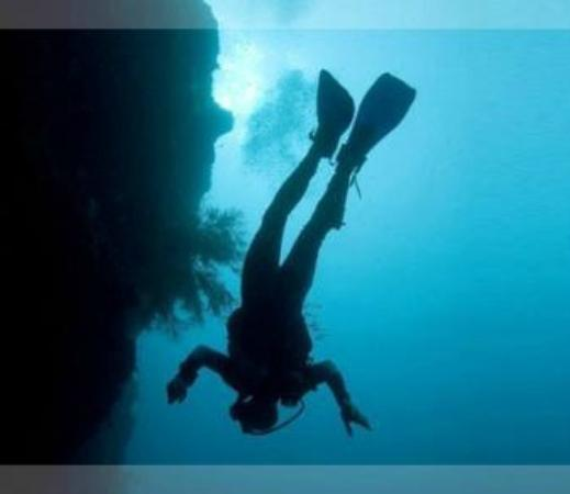 Mtwara, Τανζανία: Skydiving underwater
