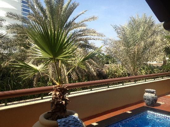 Beit Al Bahar: View from villa out over Executive Pool to the Burj