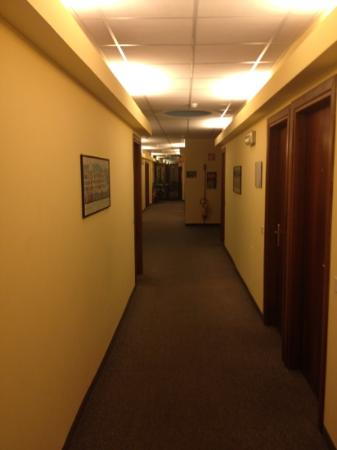 Hotel Verbano 2000 : corridoio