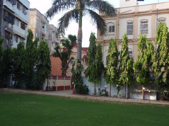 Shahibaug Hotel: hotel garden