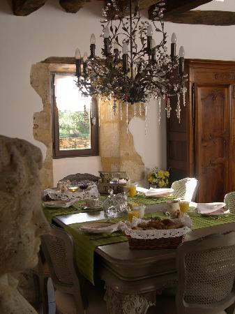 Domaine de la Bélie : The Breakfast Table