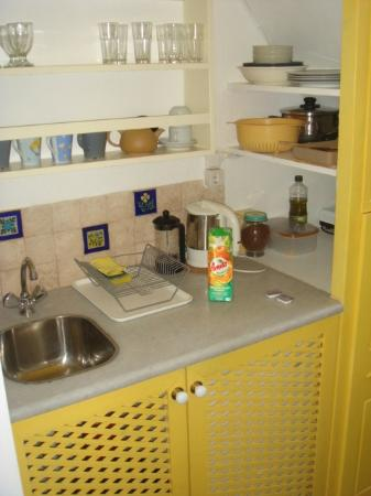 Old Oia Houses: KITCHENETTE