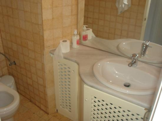 Old Oia Houses: BATHROOM