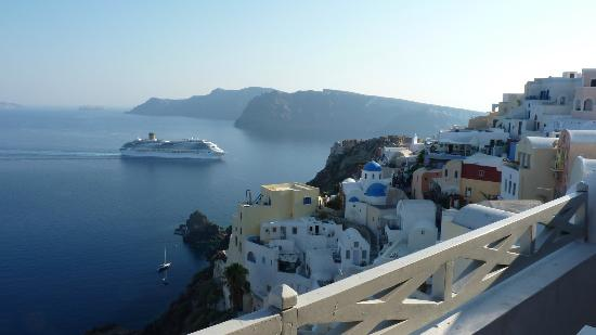 Old Oia Houses: VIEW TO THE RIGHT FROM BALCONY