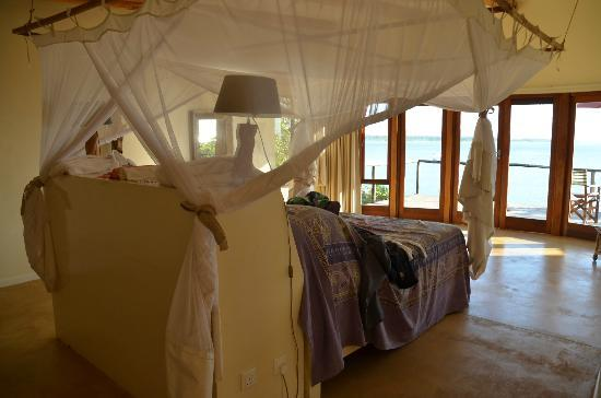 Pumulani: bedroom with a great balcony and view
