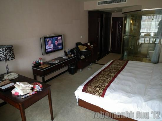 Bestel Hotel: Spacious room with digital TV and 2 free cans of softdrink per day