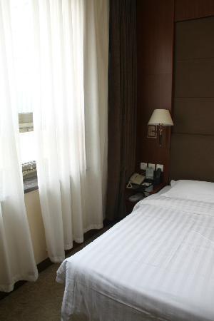 Jialong Sunny hotel : habitacion individual