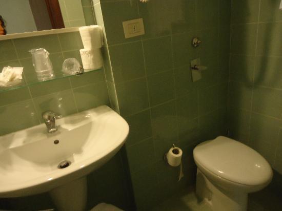 Florida Hotel: Bagno stanza 115 (1)