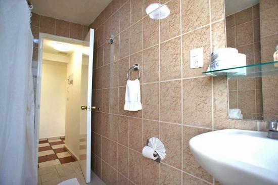 Apartamentos-Hotel Avilla: bathroom