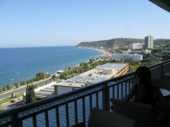 Elite Suites by Amathus Beach: View of the hotel