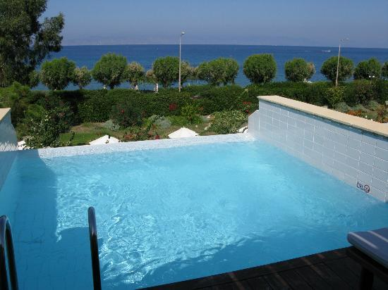 Amathus Elite Suites: Private Pool