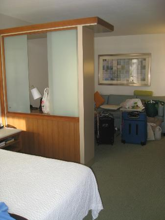 SpringHill Suites Flagstaff: in bedroom looking out to sitting area