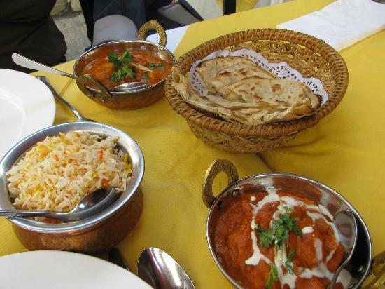 Curry Tiffin: Our food came in lovely Indian pots
