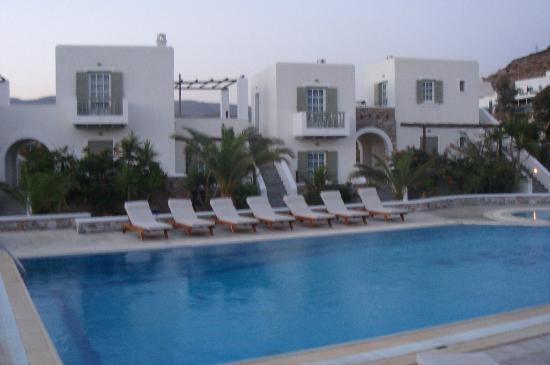 Yialos Beach Hotel: pool area
