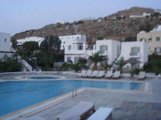 Yialos Beach Hotel: pool area with our room behind