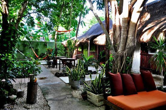 Secret Garden Hotel: cozy garden