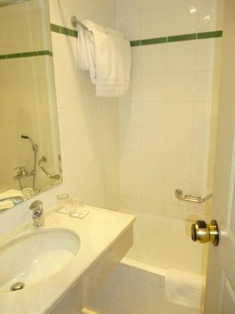 Acropolis Select Hotel: Baño