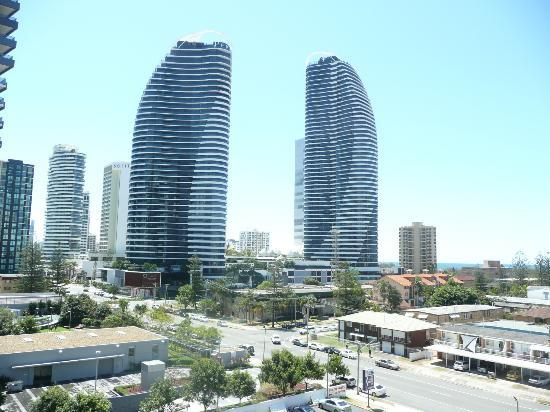 Broadbeach Savannah Resort: View from our balcony towards the beach