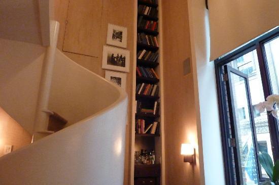 سيتي كلوب هوتل: Treppe zum Schlafbereich 