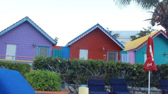 Compass Point Beach Resort: Some front rroms