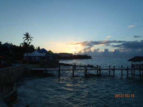 Compass Point Beach Resort: Pier sunset