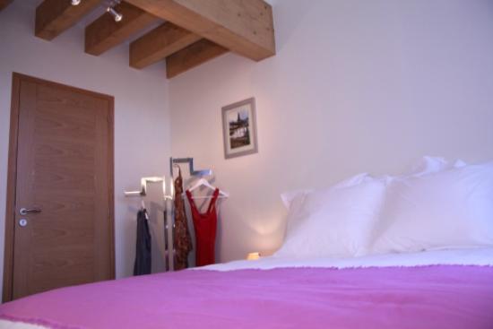 les chambres de jeannette : baie d'halong, lumineuse et zen , 2 belles fenêtres