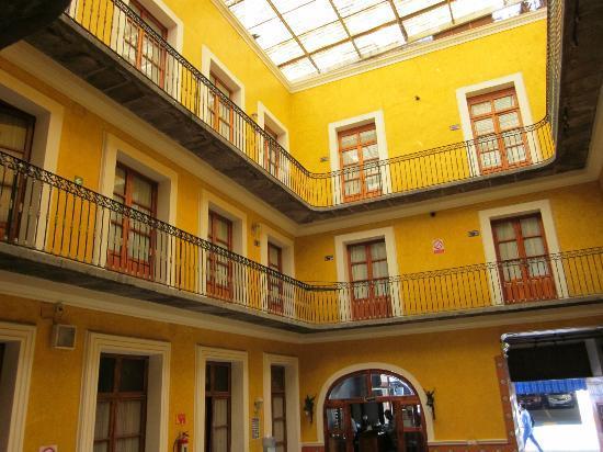 Hotel Puebla Plaza: the entrance hall