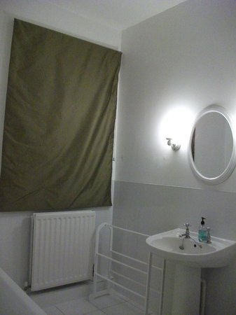 The White Horse at Sutton: bathroom2