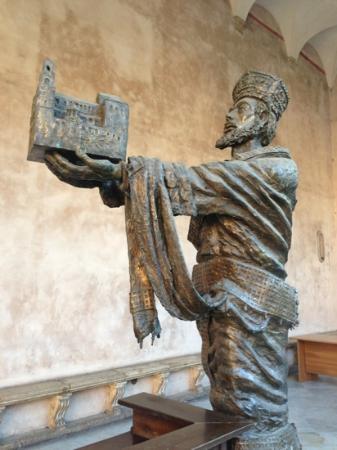 Duomo di Monreale : statua fuori dal Duomo