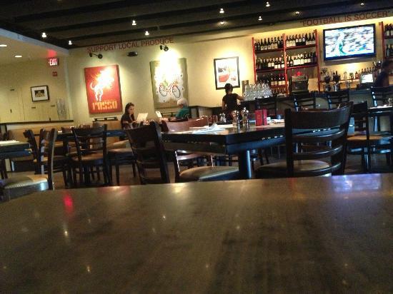 Rosso Pizzeria & Wine Bar: Bar und Innen