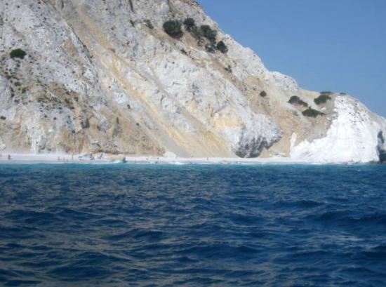 Lalaria Beach: Approaching the Beach 