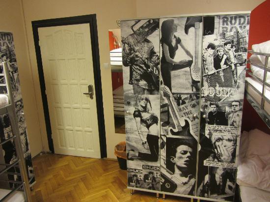 La Guitarra Hostel Gdansk : lockers in the 4 dorm room