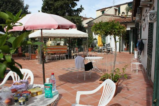 Hotel Il Bargellino: patio terrace area