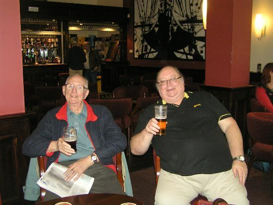 Royal Maritime Club: Relaxing in the bar