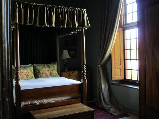 Dutch Manor Antique Hotel: balcony bed