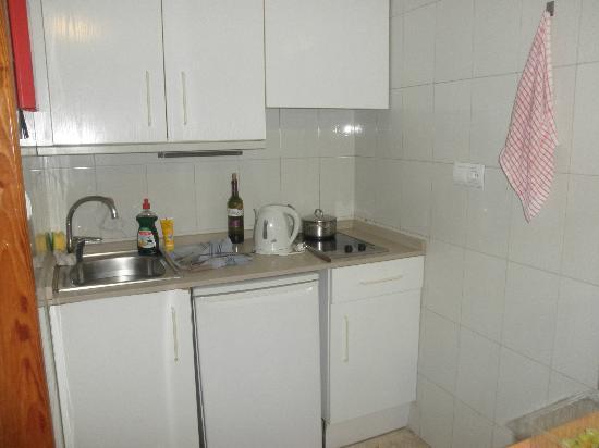 La Era Park Apartments: Kitchen area