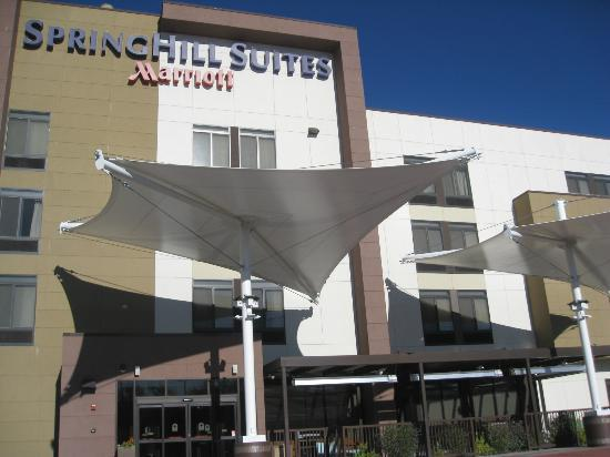 SpringHill Suites Kingman Route 66: outside of hotel
