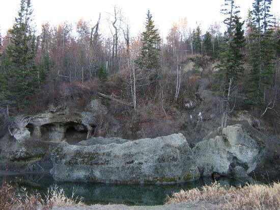 "Parque Provincial Fish Creek: ""Cave"" in Fish Creek Park"