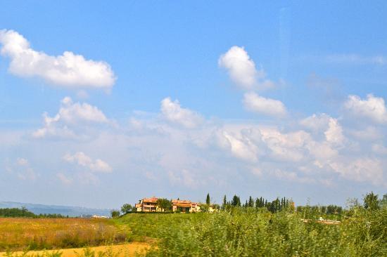 Agriturismo Il Vecchio Maneggio: View when leaving....